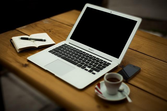Chọn laptop loại nào để học SEO?